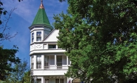 Phipps Inn, a Queen Anne Victorian bed and breakfast in Hudson, Wis.