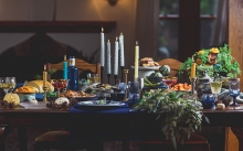 A table stocked with healthy Thanksgiving and Christmas dishes.